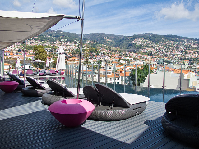 Wellness op Madeira - uitzicht vanaf het dakterras met zwembad
