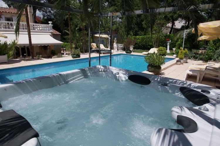 Grote vakantievilla Zuid-Frankrijk met jacuzzi en privé-zwembad