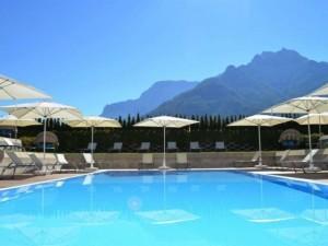 Zwembad bij hotel