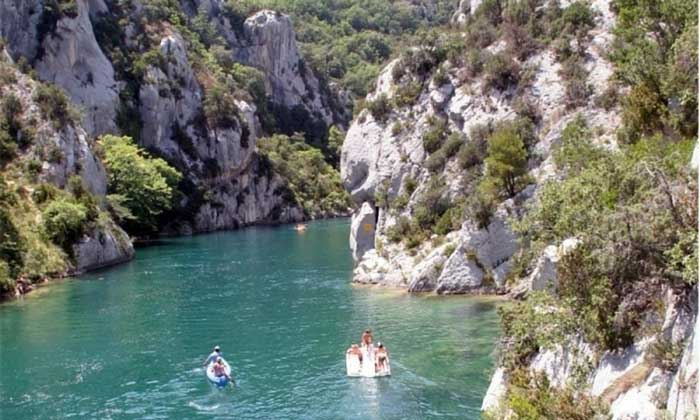 Rivier bij deze mooie camping in de Ardèche.