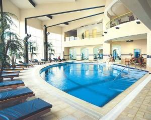 zwembad bij hotel aan dode zee
