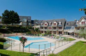 zwembad bij rustig gelegen hotel