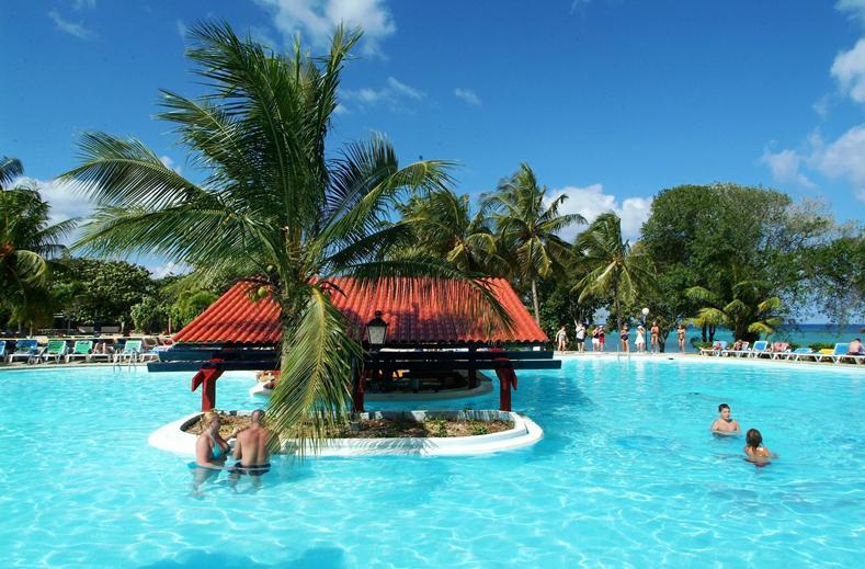 Hotel op Cuba aan prachtig strand en met fantastische zwembaden.