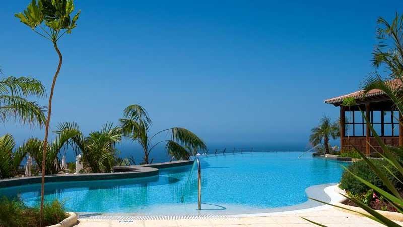 Droomzwembad bij dit hotel op Tenerife (met uitzicht op de oceaan).