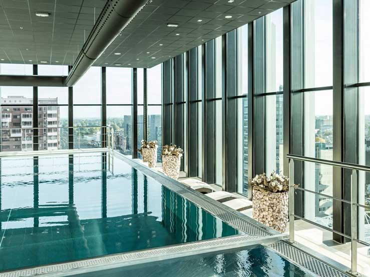 Wellnesshotel in Leiden, zwemmen op grote hoogte